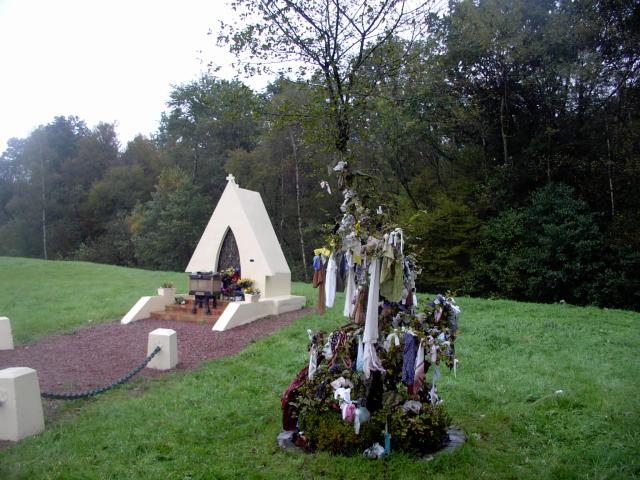 Arbres, chapelles à loques, arbres à godailles, arbres à étoffes, chiffons, papiers votifs, forum de discussion dans Croyances populaires 34710