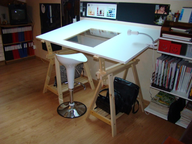 Une table dessin for Coin de table ikea