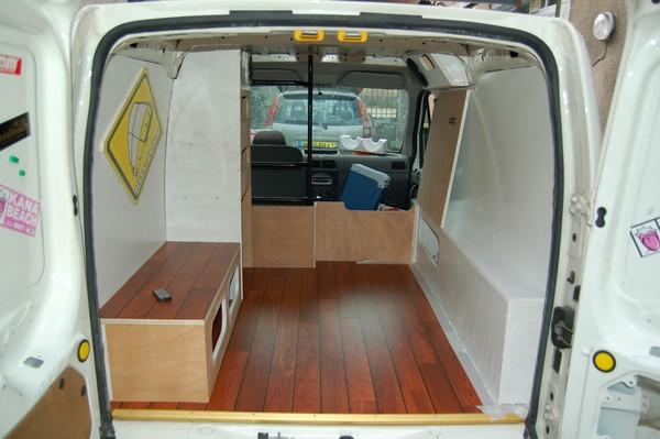 am nagement d 39 un petit utilitaire ford transit connect. Black Bedroom Furniture Sets. Home Design Ideas