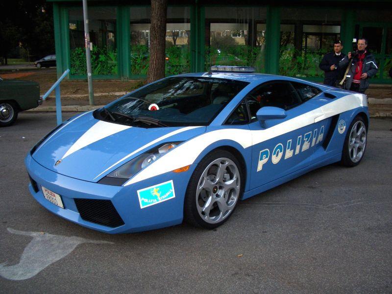 nouvelle voiture de police italienne. Black Bedroom Furniture Sets. Home Design Ideas