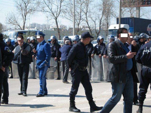 صور الشرطة الجزائرية ربي يحفظكم lundi217.jpg