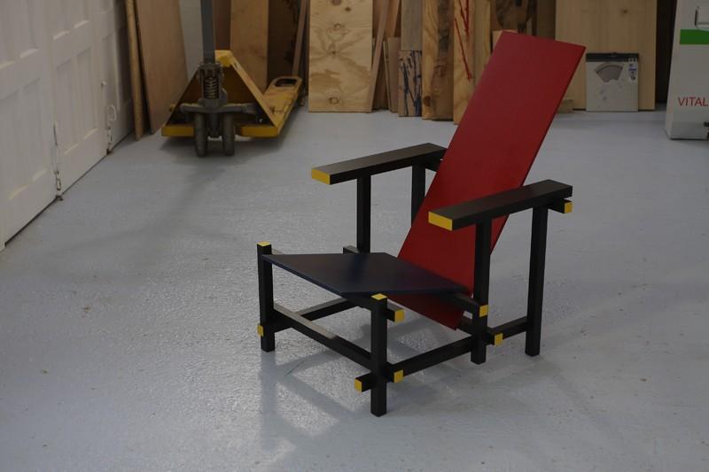 la chaise rouge et bleue de rietveld page 1. Black Bedroom Furniture Sets. Home Design Ideas